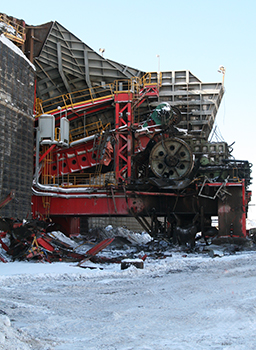 Genesis Attachments help dismantle 25,000 ton steel structure in Alberta Oil Sands.