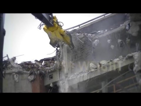 Watch the GDT (Genesis Razer Demolition tool) attachment tackling high reach tasks.